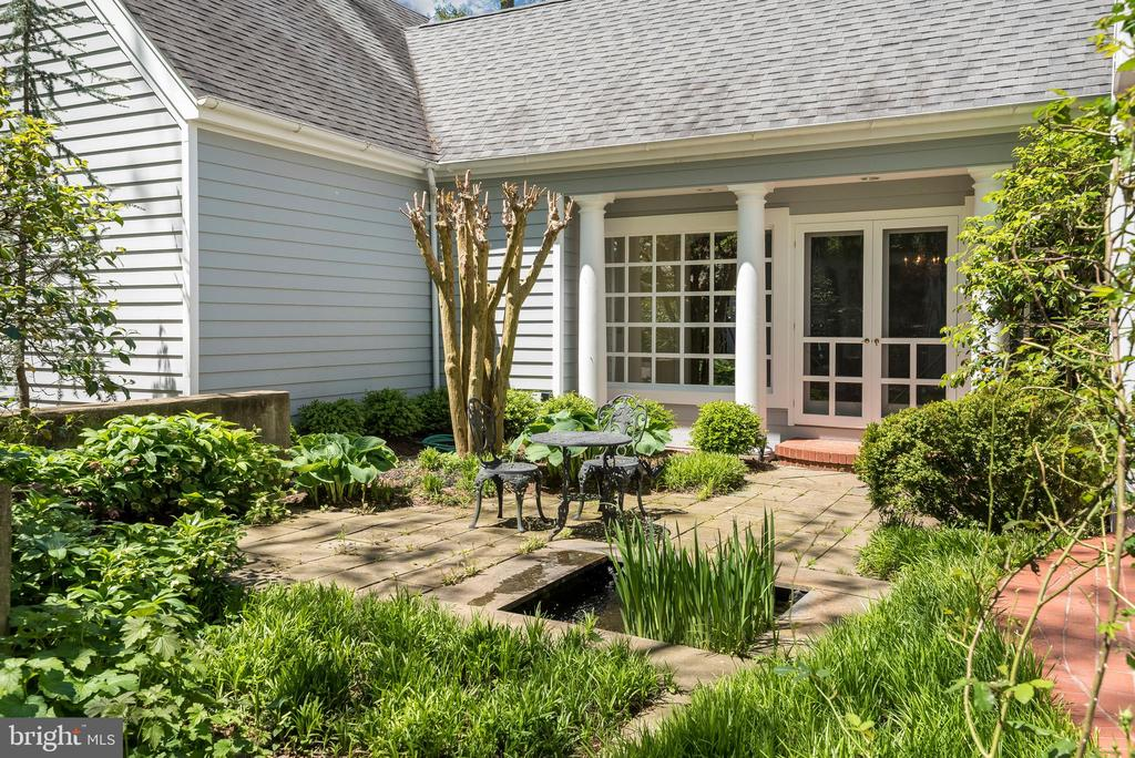 Welcome to your own oasis. - 6 LOUDEN LN, ANNAPOLIS