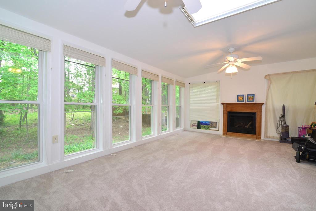 Large sunroom - 9306 KEVIN CT, MANASSAS PARK