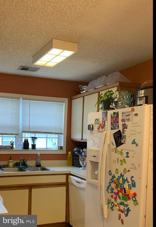 Kitchen - 1108 HUNTMASTER TER NE #302, LEESBURG