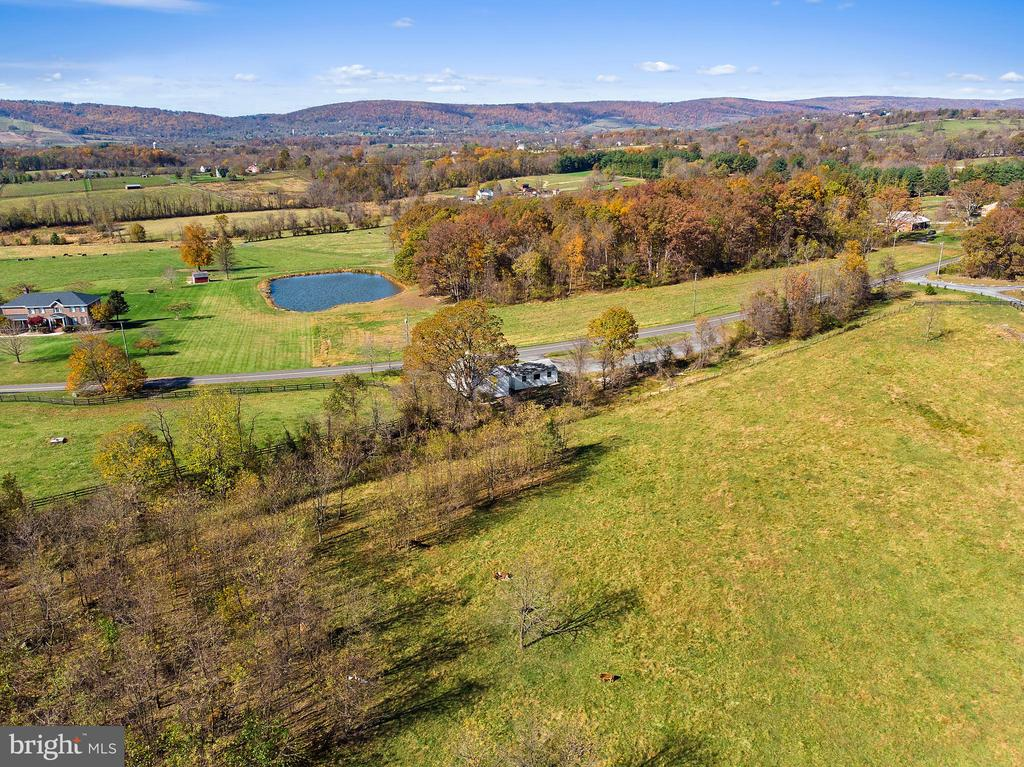 LOVE SUN AND MOUNTAIN VIEWS? - 19100 AIRMONT RD., PURCELLVILLE