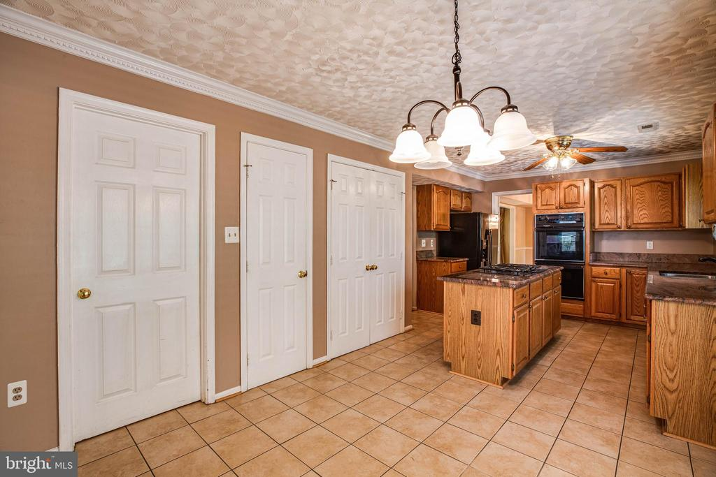 Eat-in Area of the Kitchen - 29 SARASOTA DR, STAFFORD