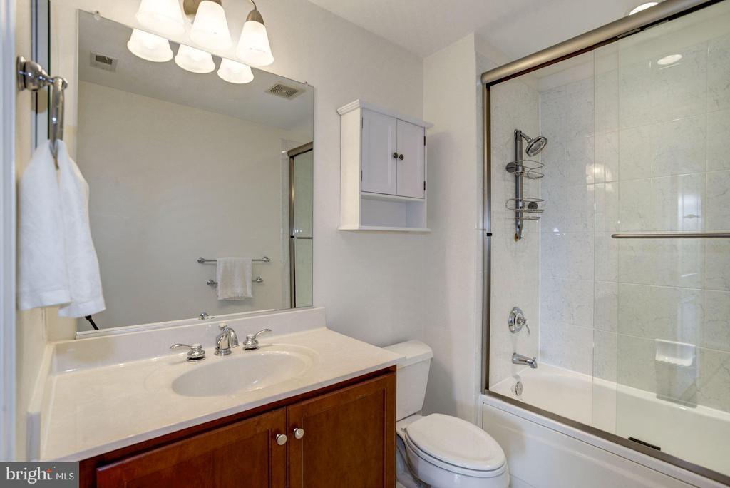 2nd bathroom - 1000 N RANDOLPH ST #310, ARLINGTON