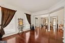 Floor-to ceiling windows and crown molding - 2976 TROUSSEAU LN, OAKTON