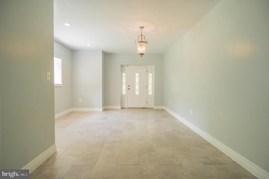 Basement Entrance with a living room space - 152 OLD CROPPS MILL RD, FREDERICKSBURG