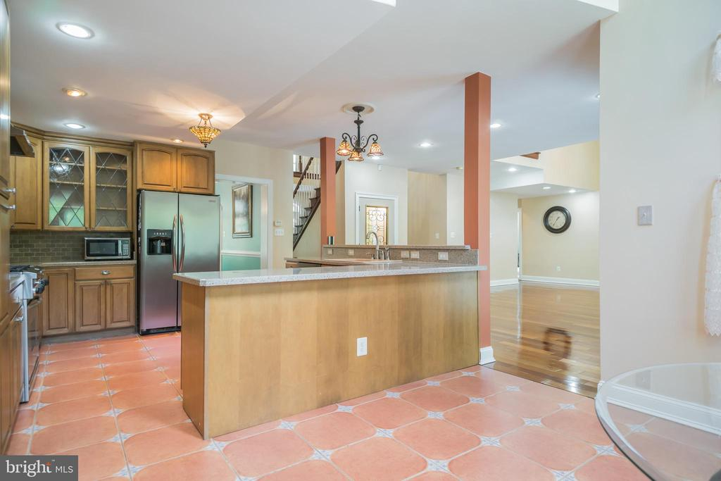 Beautiful Kitchen with Stainless Steel Appliances - 152 OLD CROPPS MILL RD, FREDERICKSBURG