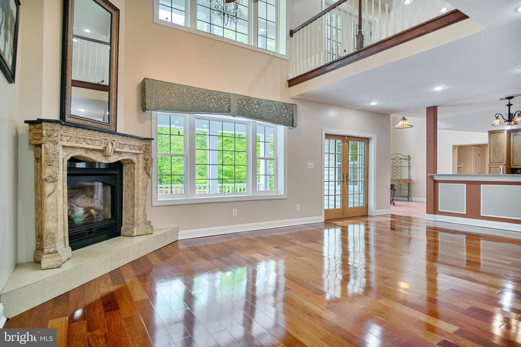Living Room with stylish fireplace - 152 OLD CROPPS MILL RD, FREDERICKSBURG