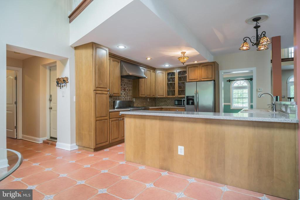 Side view of the Kitchen - 152 OLD CROPPS MILL RD, FREDERICKSBURG