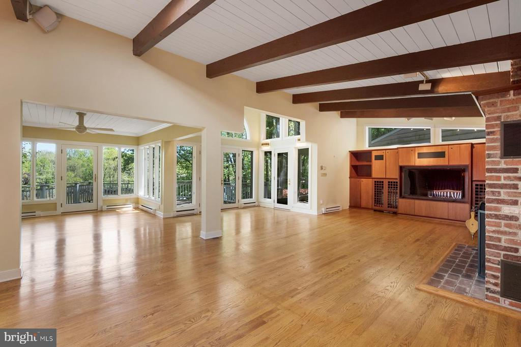 Hardwood floors throughout the main level - 104 FOGLE DR, ANNAPOLIS