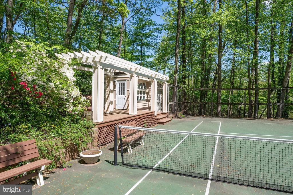 Greenhouse and shed next to tennis court - 104 FOGLE DR, ANNAPOLIS