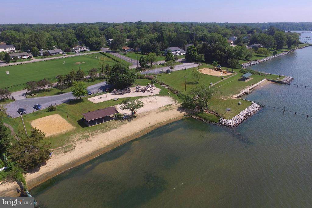Waterfront park in Hillsmere - 104 FOGLE DR, ANNAPOLIS