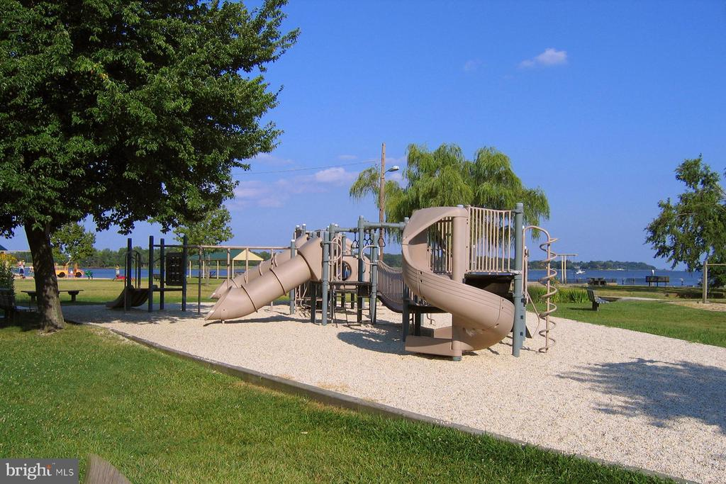 Waterfront playground in Hillsmere - 104 FOGLE DR, ANNAPOLIS
