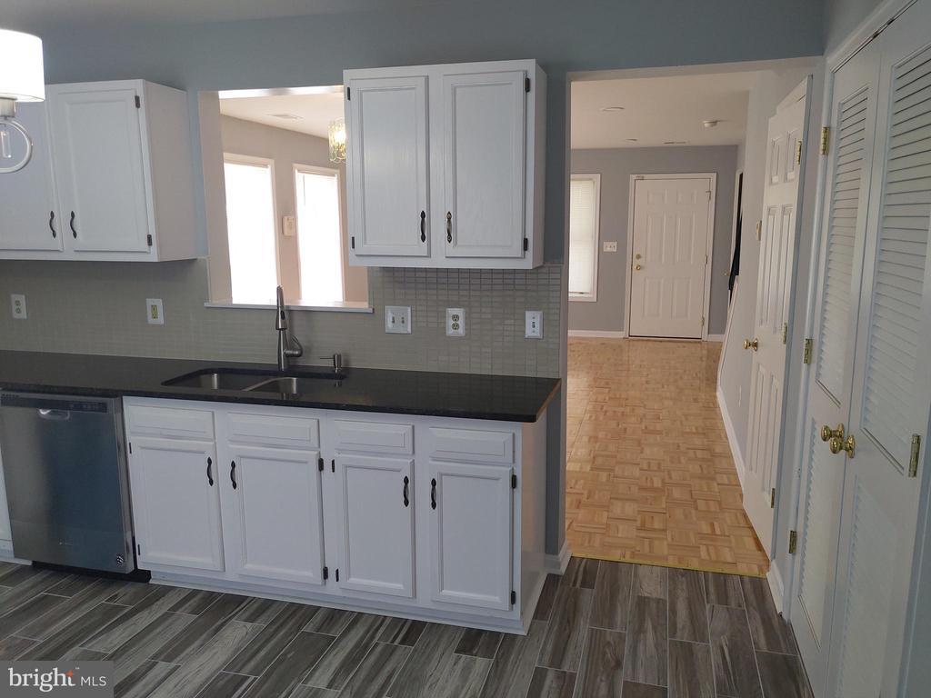 Kitchen - 207 54TH ST NE, WASHINGTON