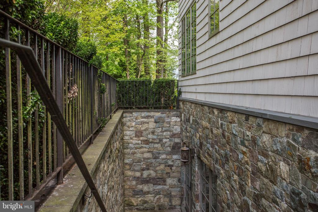 stone lined private entry to lower level mudroom - 6537 36TH ST N, ARLINGTON