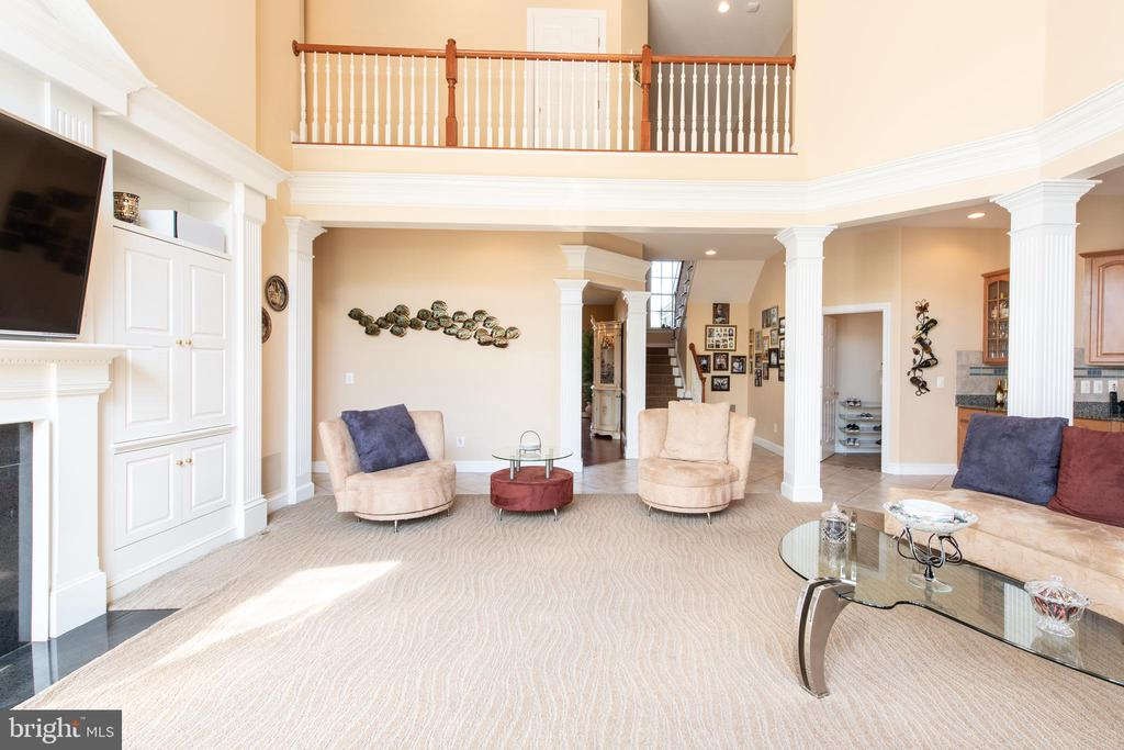 Carpeted family room - 27531 PADDOCK TRAIL PL, CHANTILLY