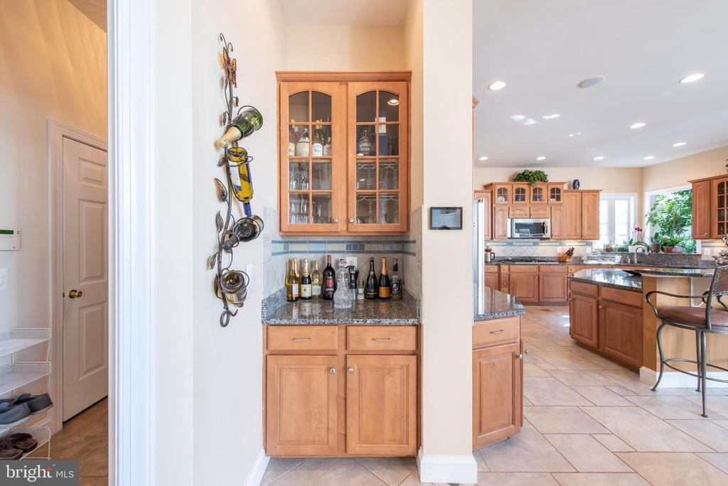 Does anyone want a cocktail? - 27531 PADDOCK TRAIL PL, CHANTILLY
