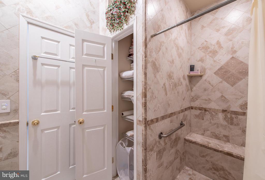 bathroom closet - 27531 PADDOCK TRAIL PL, CHANTILLY