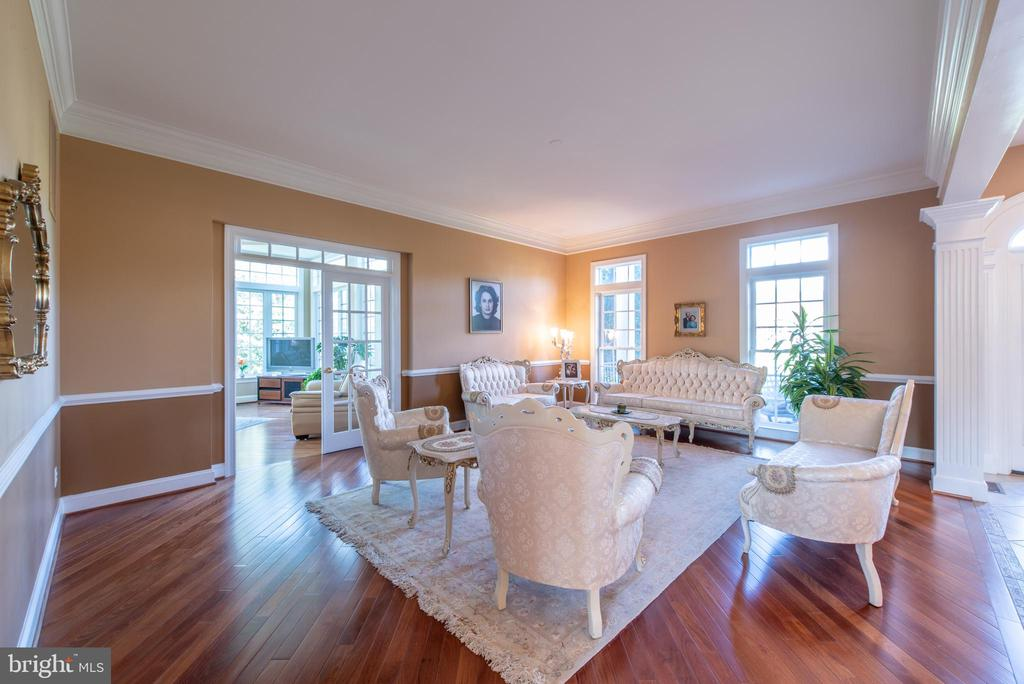 Formal room leads to in-law suite - 27531 PADDOCK TRAIL PL, CHANTILLY