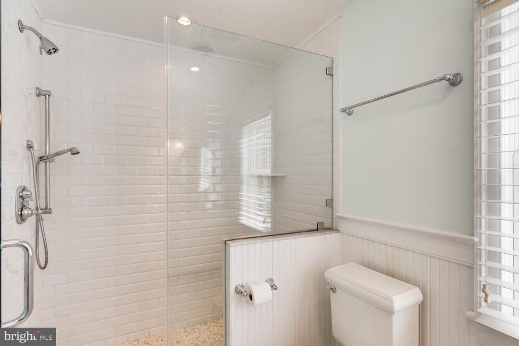 Shared Bath Three with shower - 1209 BERWICK RD, TOWSON