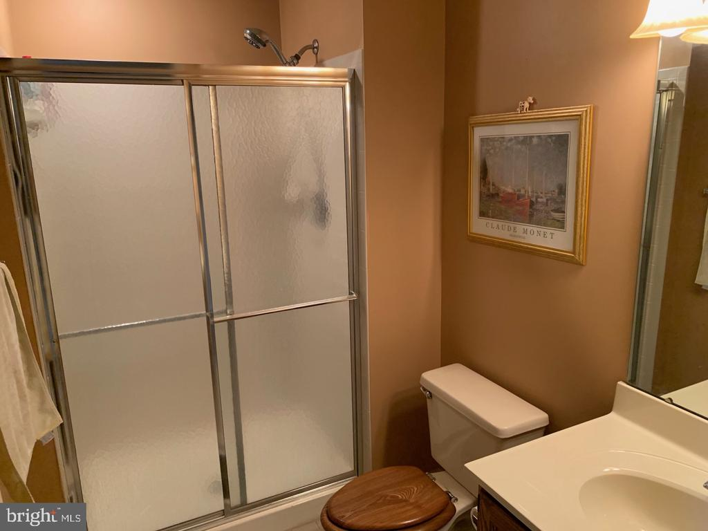Full Bathroom - 8307 KINGS RIDGE CT, SPRINGFIELD