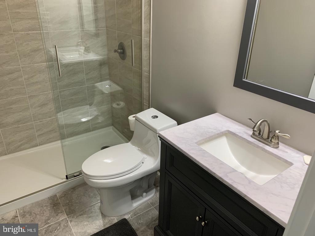 Remodeled Bath Adjacent to Upper Level Bath - 8307 KINGS RIDGE CT, SPRINGFIELD