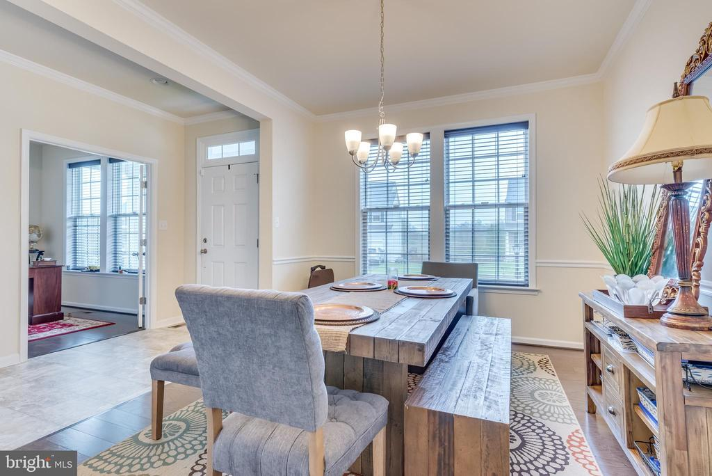 Crown and chair rail molding elevates the space - 440 FLIGHT O ARROWS WAY, MARTINSBURG