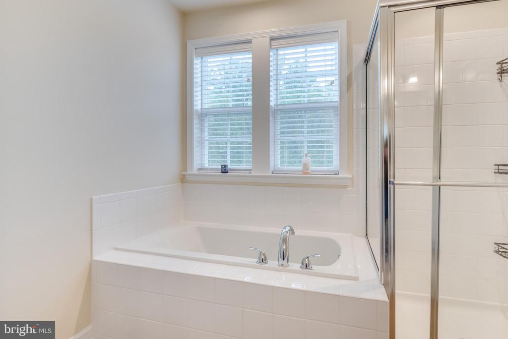 and an awesome soaking tub for relaxing evenings - 440 FLIGHT O ARROWS WAY, MARTINSBURG