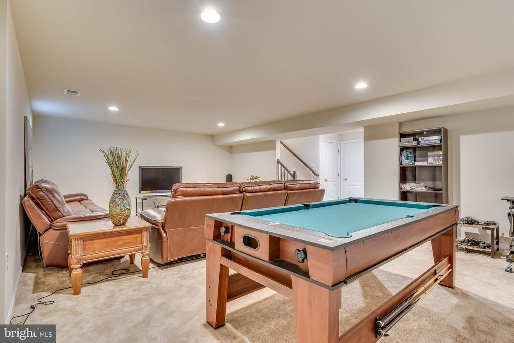 Room for game tables of all kinds - 440 FLIGHT O ARROWS WAY, MARTINSBURG