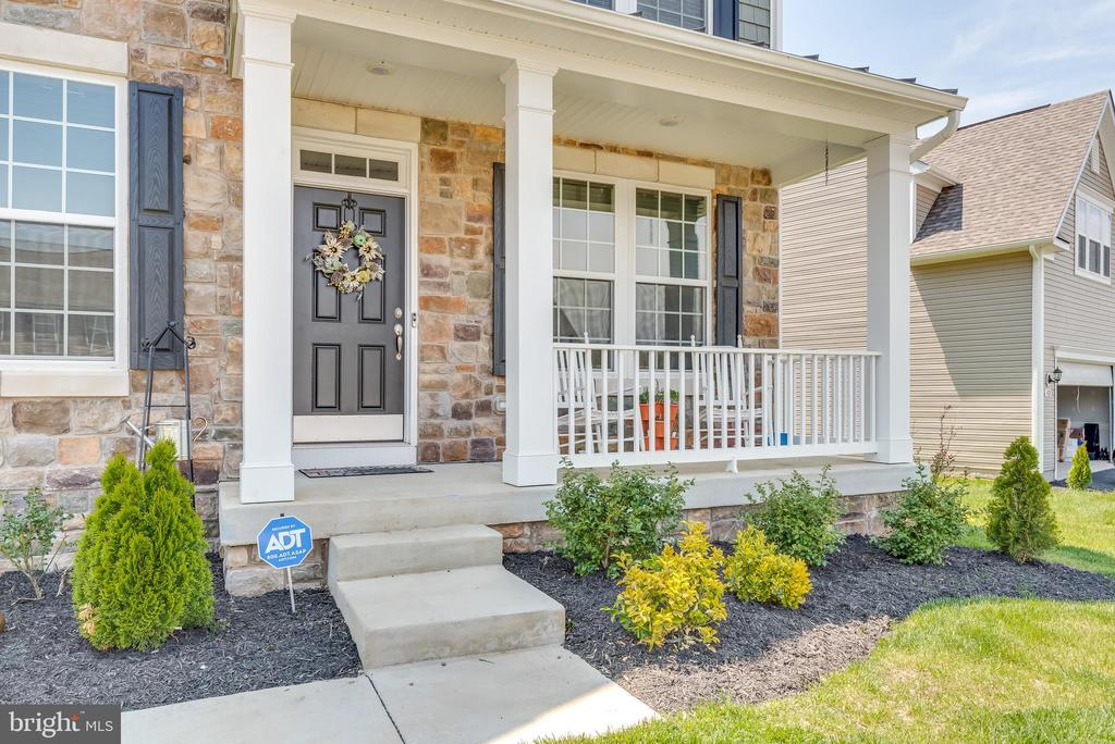 Quaint front porch to enjoy the warming weather - 440 FLIGHT O ARROWS WAY, MARTINSBURG