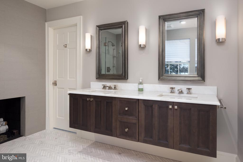 Master Bath with double Floating Vanity - 412 WOLFE ST, ALEXANDRIA