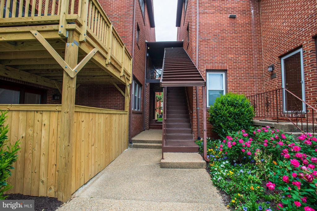Welcome Home! - 1145 N UTAH ST #1145, ARLINGTON