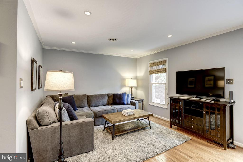 Living Room - Open, Light, Bright, & Airy! - 1145 N UTAH ST #1145, ARLINGTON