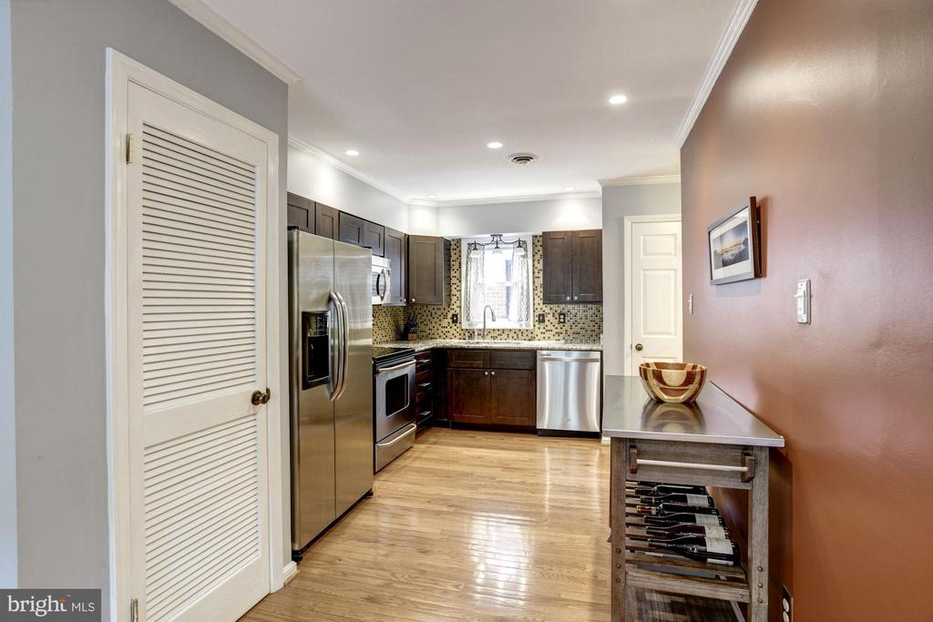 Kitchen - Recess Lighting & Very Spacious - 1145 N UTAH ST #1145, ARLINGTON