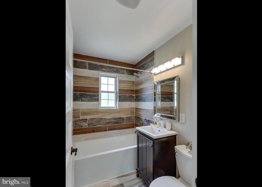 Bath - 5318 8TH RD S #3, ARLINGTON