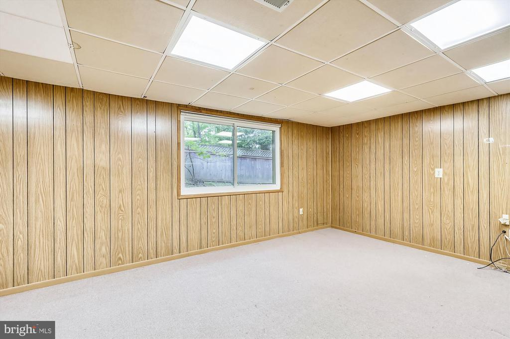 Lower Level Office - 6604 PERSIMMON TREE RD, BETHESDA