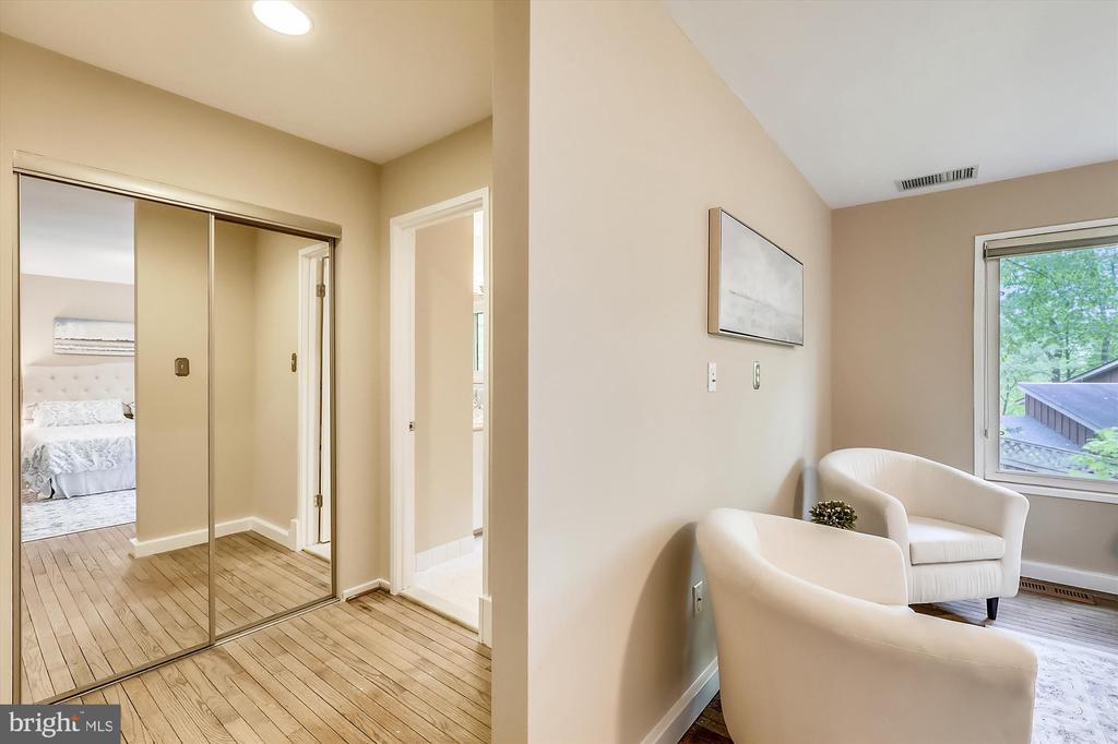Upper Level Master Bedroom Nook - 6604 PERSIMMON TREE RD, BETHESDA