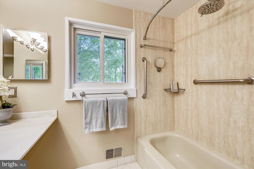 Upper Level Master Bath - 6604 PERSIMMON TREE RD, BETHESDA
