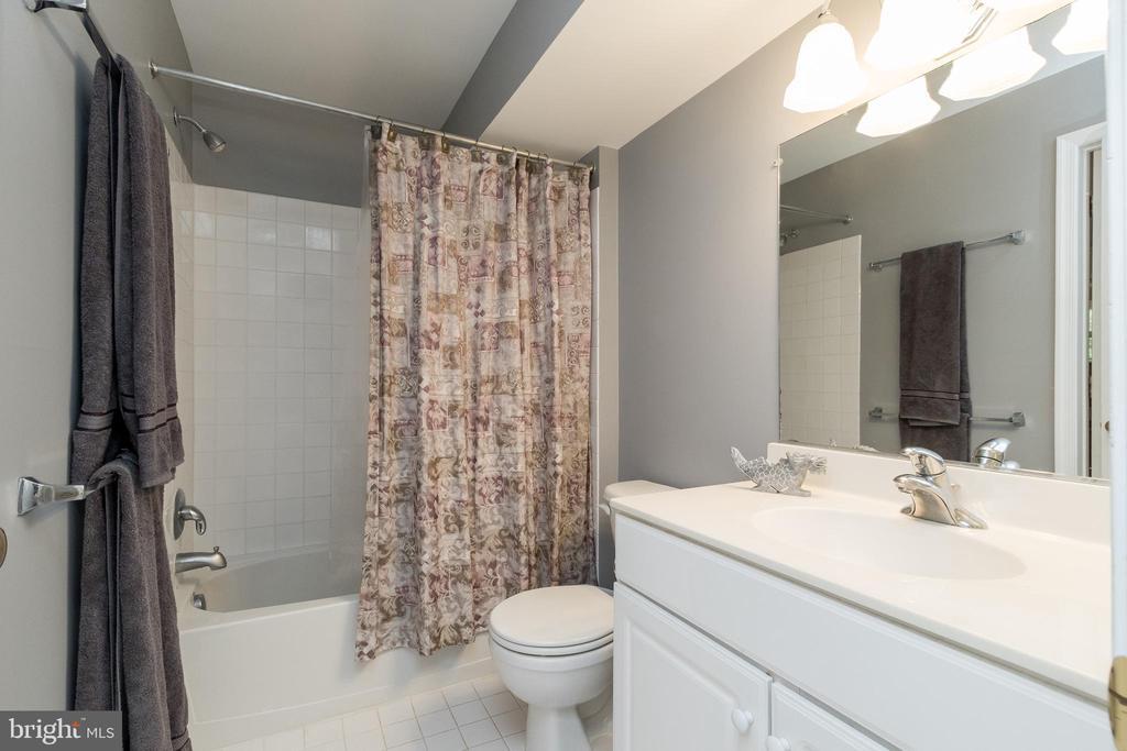 Lower Level Bathroom - 43777 PARAMOUNT PL, CHANTILLY