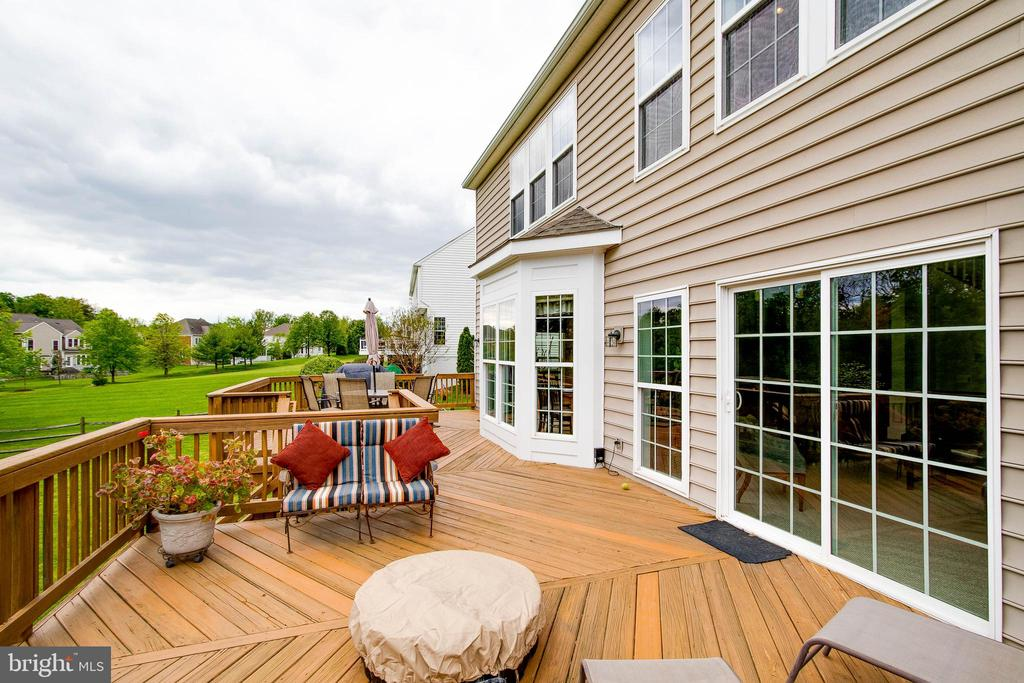The Deck Has Slider Off The Family Room - 43777 PARAMOUNT PL, CHANTILLY