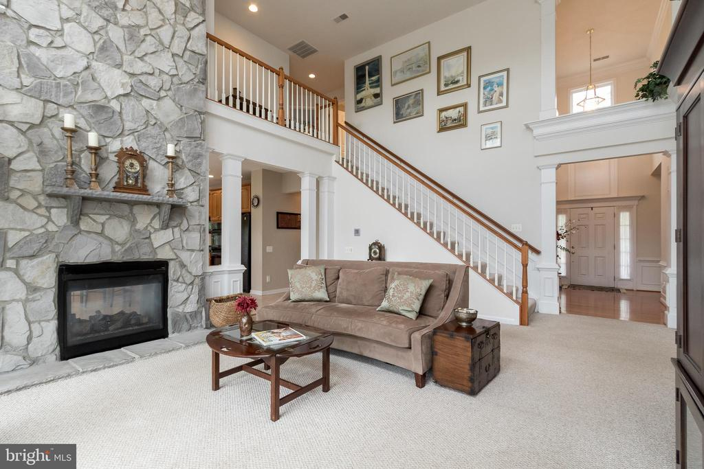 Family Room w/Double Sided Gas Fireplace - 43777 PARAMOUNT PL, CHANTILLY