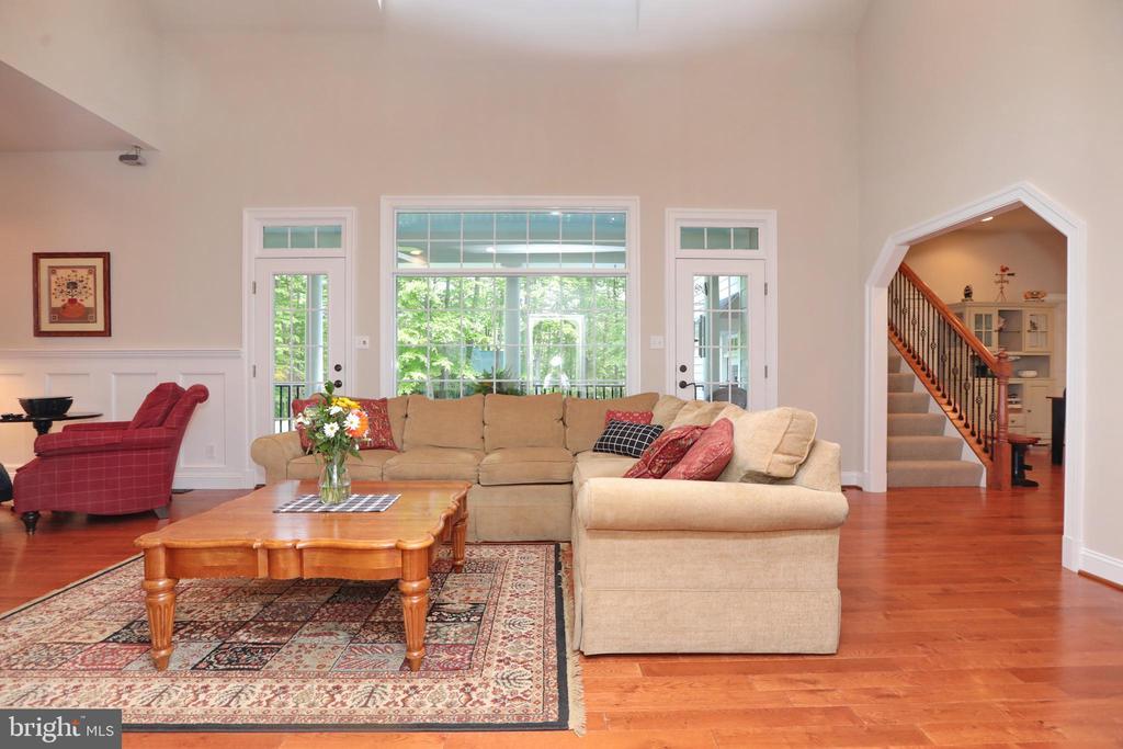 Centrally located great room off foyer and kitchen - 9600 TERRI DR, LA PLATA