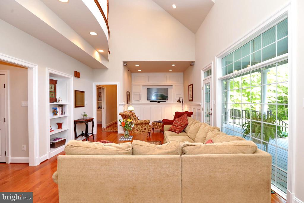 2-Story Great Room with access to back porch - 9600 TERRI DR, LA PLATA