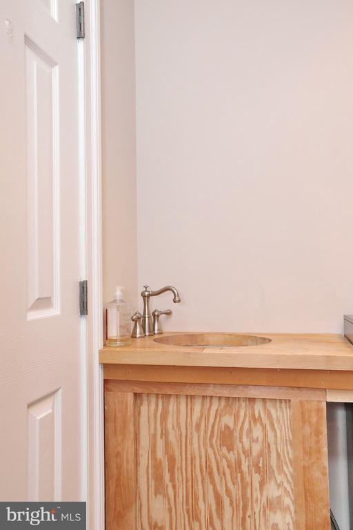 Sink in laundry room - 9600 TERRI DR, LA PLATA