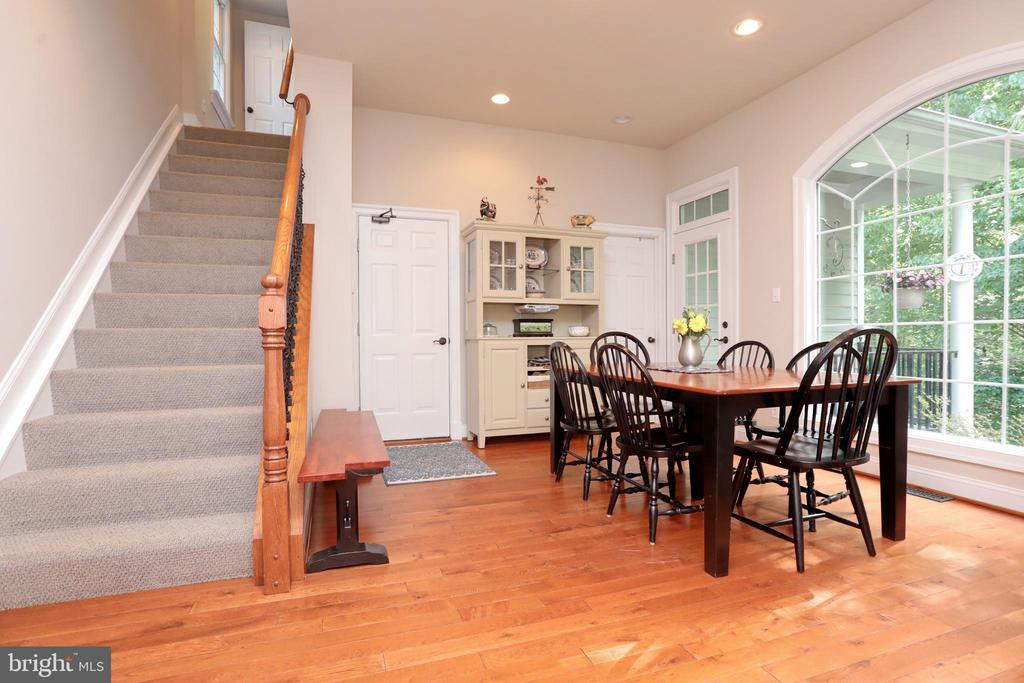 Back stairs from Kitchen to Movie Room - 9600 TERRI DR, LA PLATA