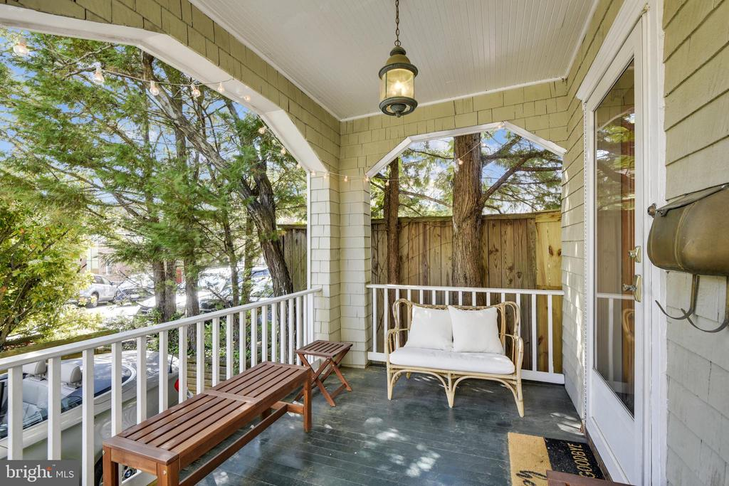 Enjoy your morning coffee on the porch! - 8 KING CHARLES PL, ANNAPOLIS