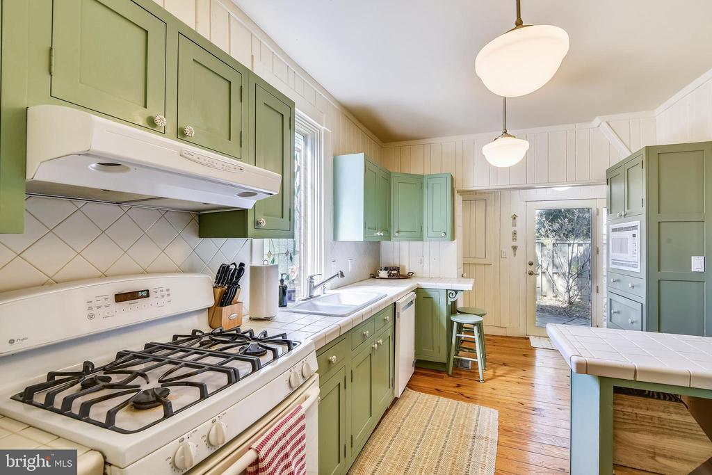 Kitchen with Gas Range - 8 KING CHARLES PL, ANNAPOLIS