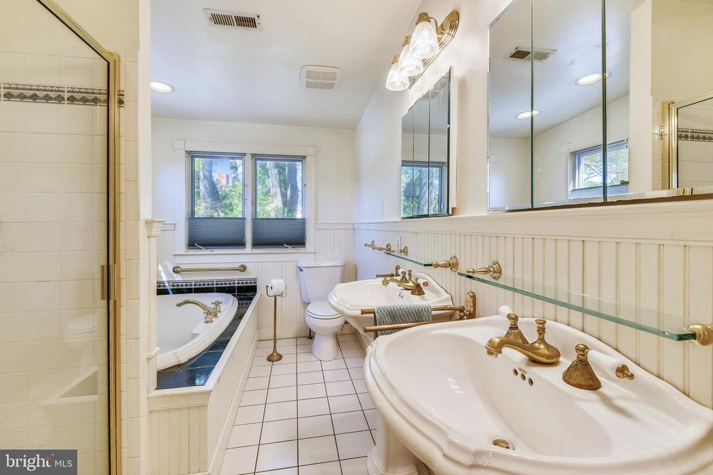 Full Bath on Master Suite Level - 8 KING CHARLES PL, ANNAPOLIS