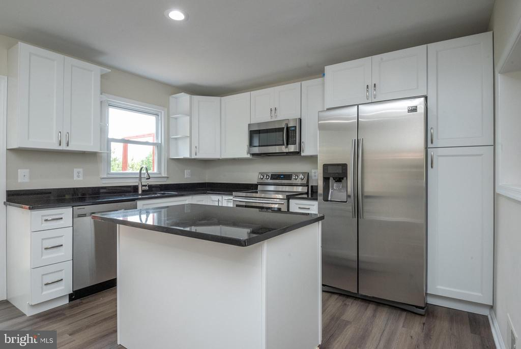 Granite counter tops - 14090 RED RIVER DR, CENTREVILLE