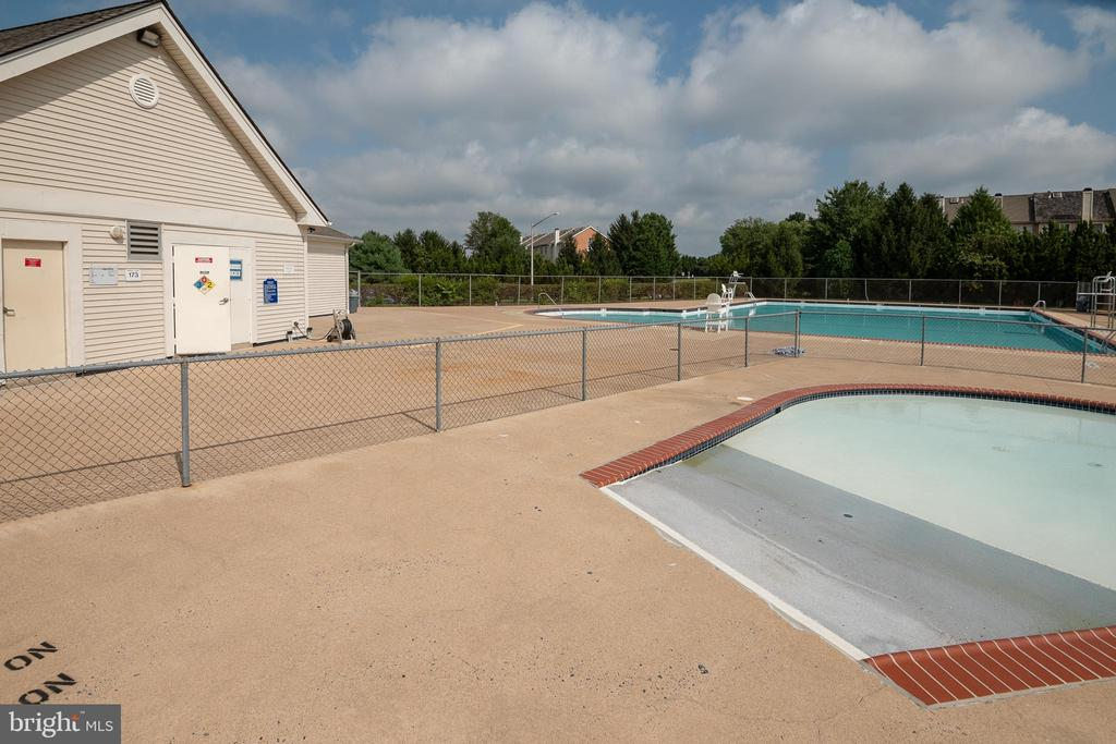 Community pool located right behind home - 14090 RED RIVER DR, CENTREVILLE