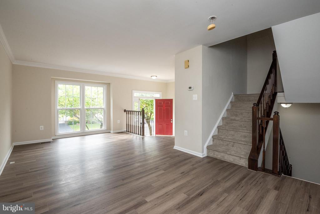 Enter from foyer to living room/dining room combo - 14090 RED RIVER DR, CENTREVILLE
