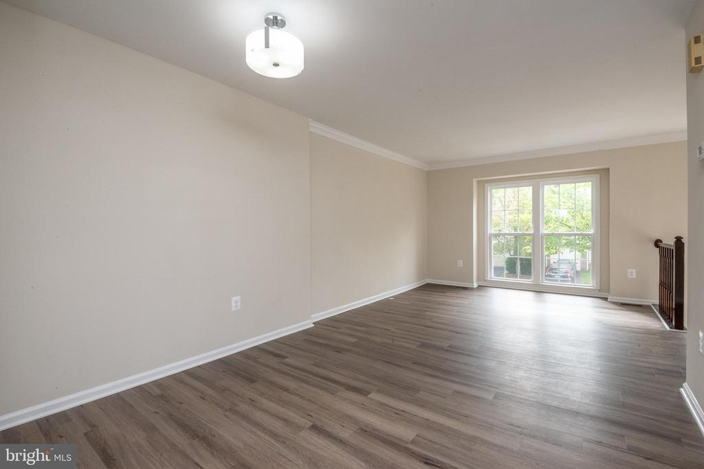 Notice the wood laminate floor in LR/DR - 14090 RED RIVER DR, CENTREVILLE